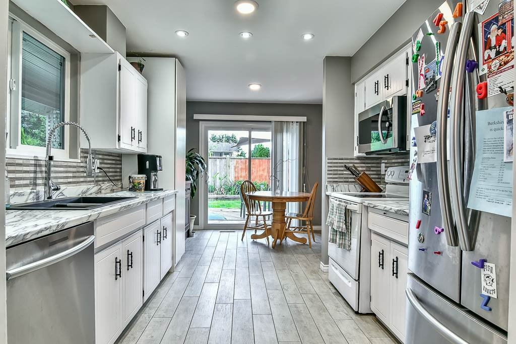 """Photo 2: Photos: 15464 95A Avenue in Surrey: Fleetwood Tynehead House for sale in """"BERKSHIRE PARK"""" : MLS®# R2179665"""