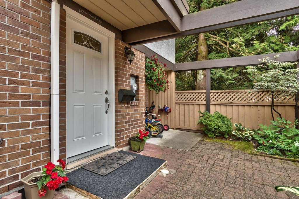 Photo 4: Photos: 52 3046 Coast Meridian Road in Port Coquitlam: Birchland Manor Townhouse for sale : MLS®# R2195163