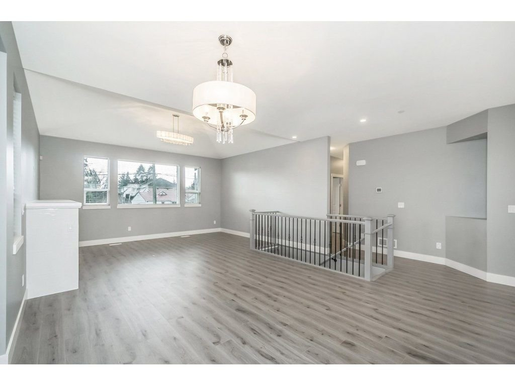 "Photo 5: Photos: 20656 MAPLE Crescent in Maple Ridge: Southwest Maple Ridge House for sale in ""Riverside Estates"" : MLS®# R2243756"