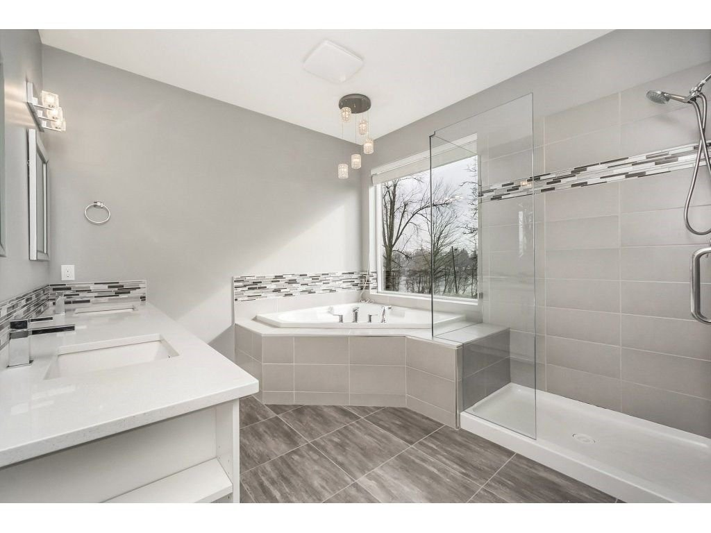 "Photo 9: Photos: 20656 MAPLE Crescent in Maple Ridge: Southwest Maple Ridge House for sale in ""Riverside Estates"" : MLS®# R2243756"