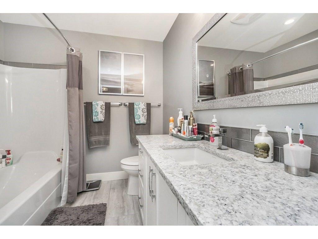 "Photo 17: Photos: 20656 MAPLE Crescent in Maple Ridge: Southwest Maple Ridge House for sale in ""Riverside Estates"" : MLS®# R2243756"