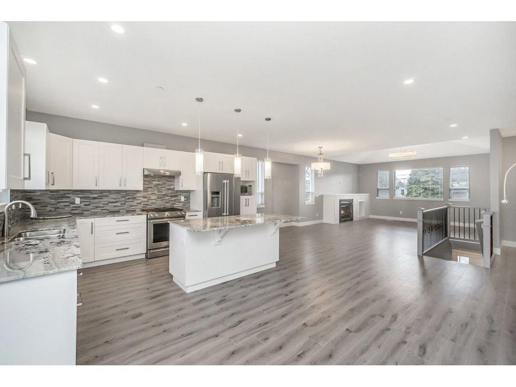 "Photo 4: Photos: 20656 MAPLE Crescent in Maple Ridge: Southwest Maple Ridge House for sale in ""Riverside Estates"" : MLS®# R2243756"