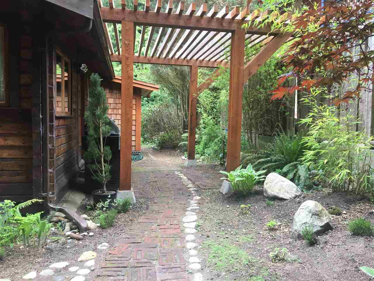 Main Photo: 1001 METCALFE Road: Roberts Creek House for sale (Sunshine Coast)  : MLS®# R2265506