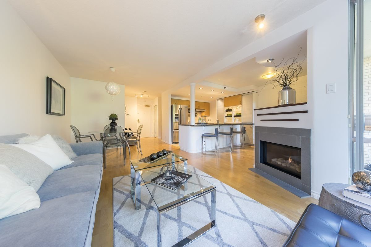 """Main Photo: TH103 1288 MARINASIDE Crescent in Vancouver: Yaletown Townhouse for sale in """"Crestmark"""" (Vancouver West)  : MLS®# R2281597"""