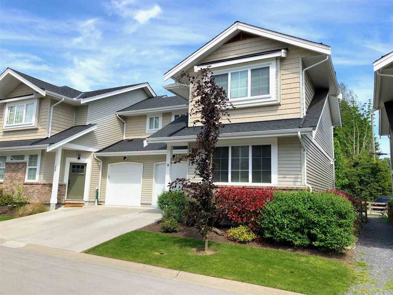 """Main Photo: 9 12161 237 Street in Maple Ridge: East Central Townhouse for sale in """"VILLAGE GREEN"""" : MLS®# R2370749"""
