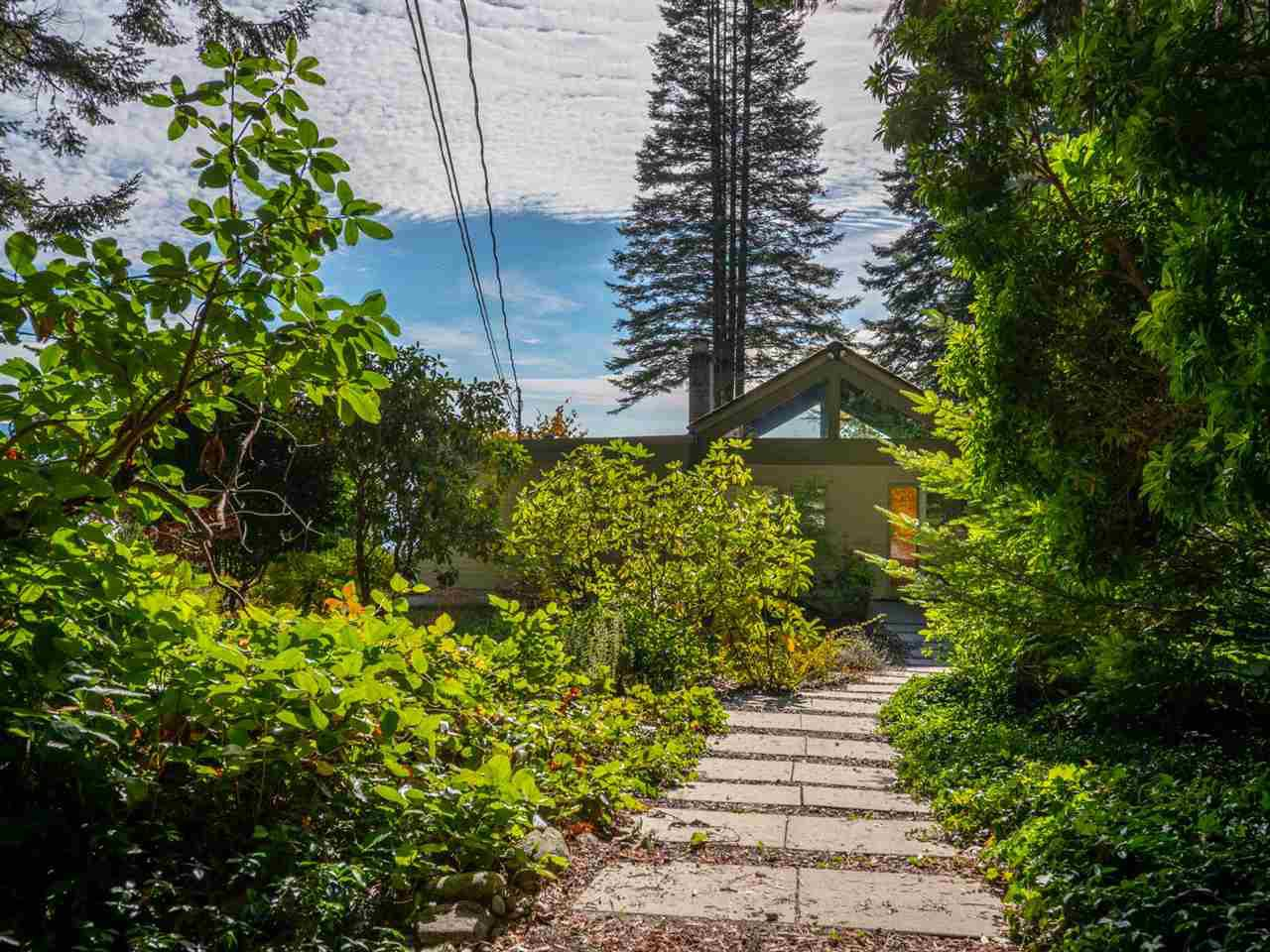 Photo 4: Photos: 877 GOWER POINT Road in Gibsons: Gibsons & Area House for sale (Sunshine Coast)  : MLS®# R2419918