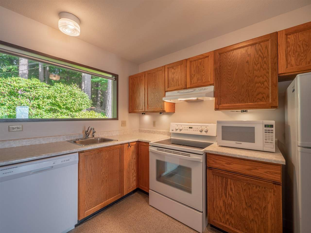 Photo 16: Photos: 877 GOWER POINT Road in Gibsons: Gibsons & Area House for sale (Sunshine Coast)  : MLS®# R2419918