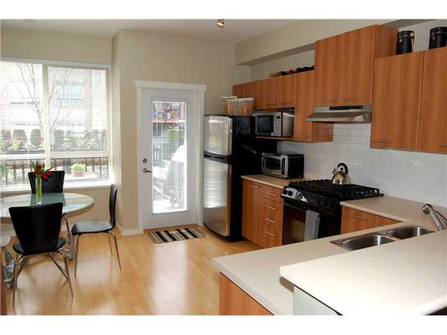 "Photo 5: Photos: 125 100 KLAHANIE Drive in Port Moody: Port Moody Centre Townhouse for sale in ""INDIGO"" : MLS®# V882374"