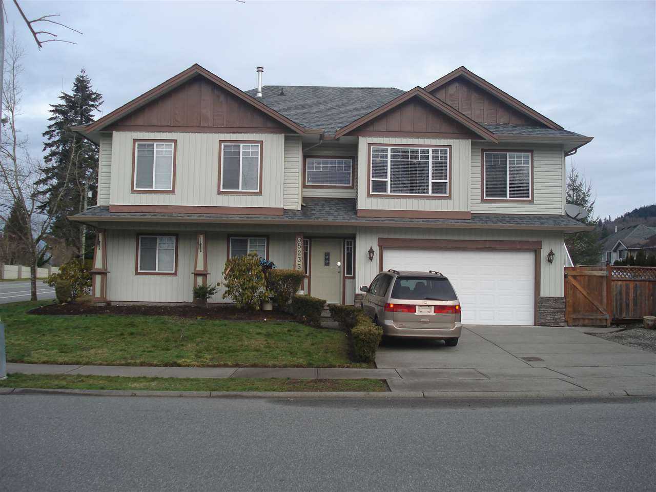 Main Photo: 35235 FIRDALE Avenue in Abbotsford: Abbotsford East House for sale : MLS®# R2031468