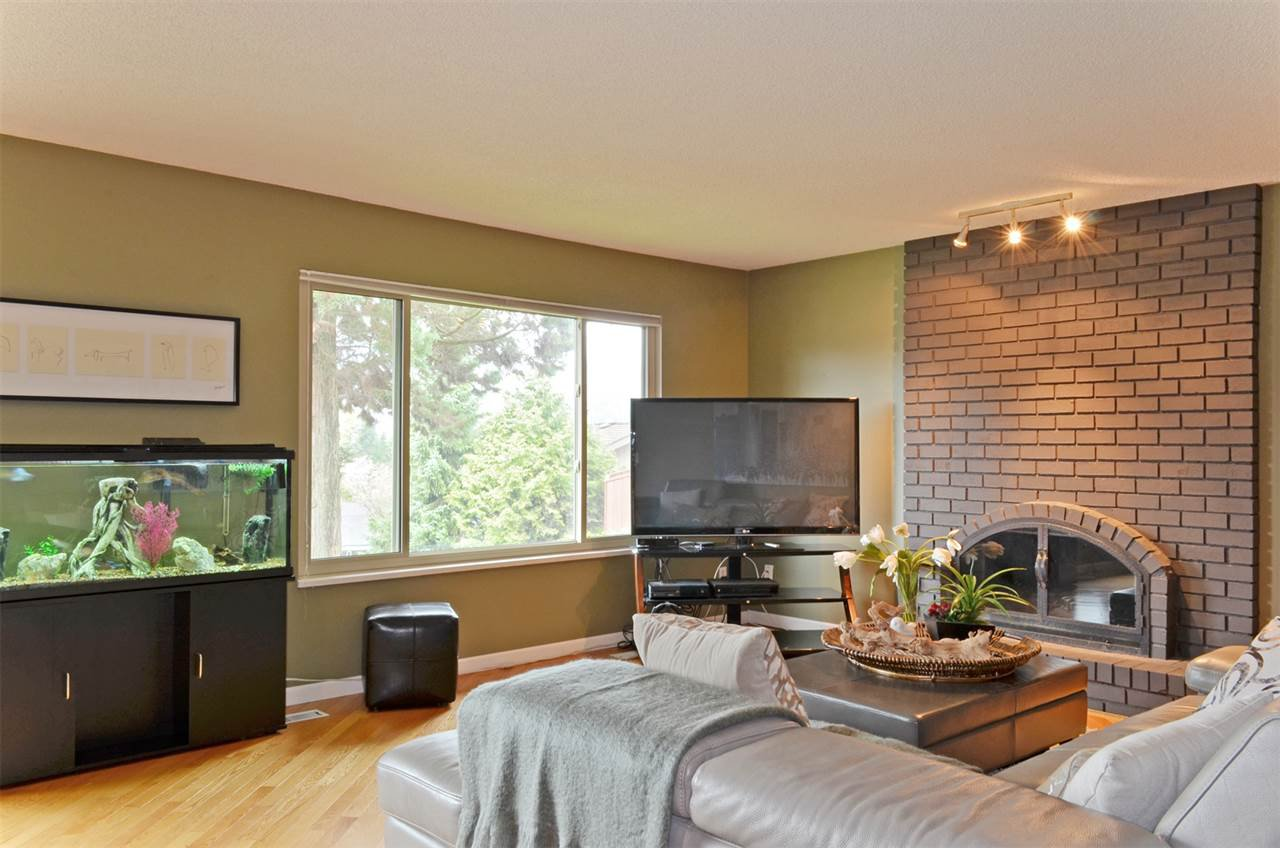 Photo 3: Photos: 3226 PINDA Drive in Port Moody: Port Moody Centre House for sale : MLS®# R2054125