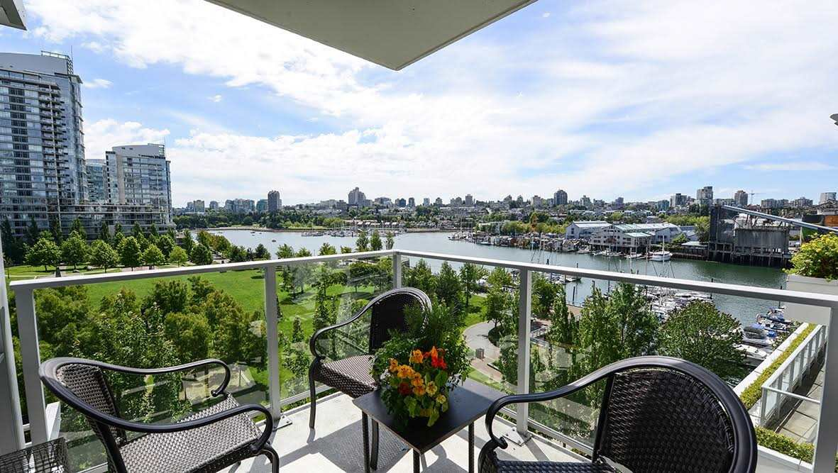 """Photo 2: Photos: 807 633 KINGHORNE Mews in Vancouver: Yaletown Condo for sale in """"Icon II"""" (Vancouver West)  : MLS®# R2083458"""