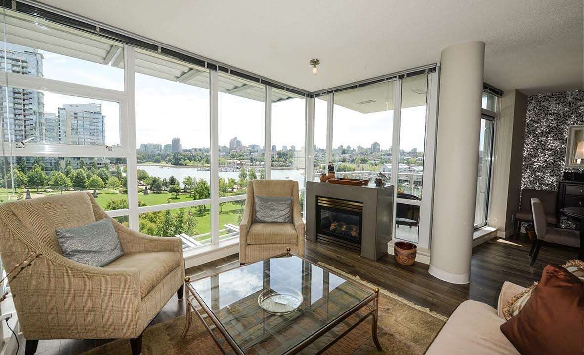 """Photo 1: Photos: 807 633 KINGHORNE Mews in Vancouver: Yaletown Condo for sale in """"Icon II"""" (Vancouver West)  : MLS®# R2083458"""