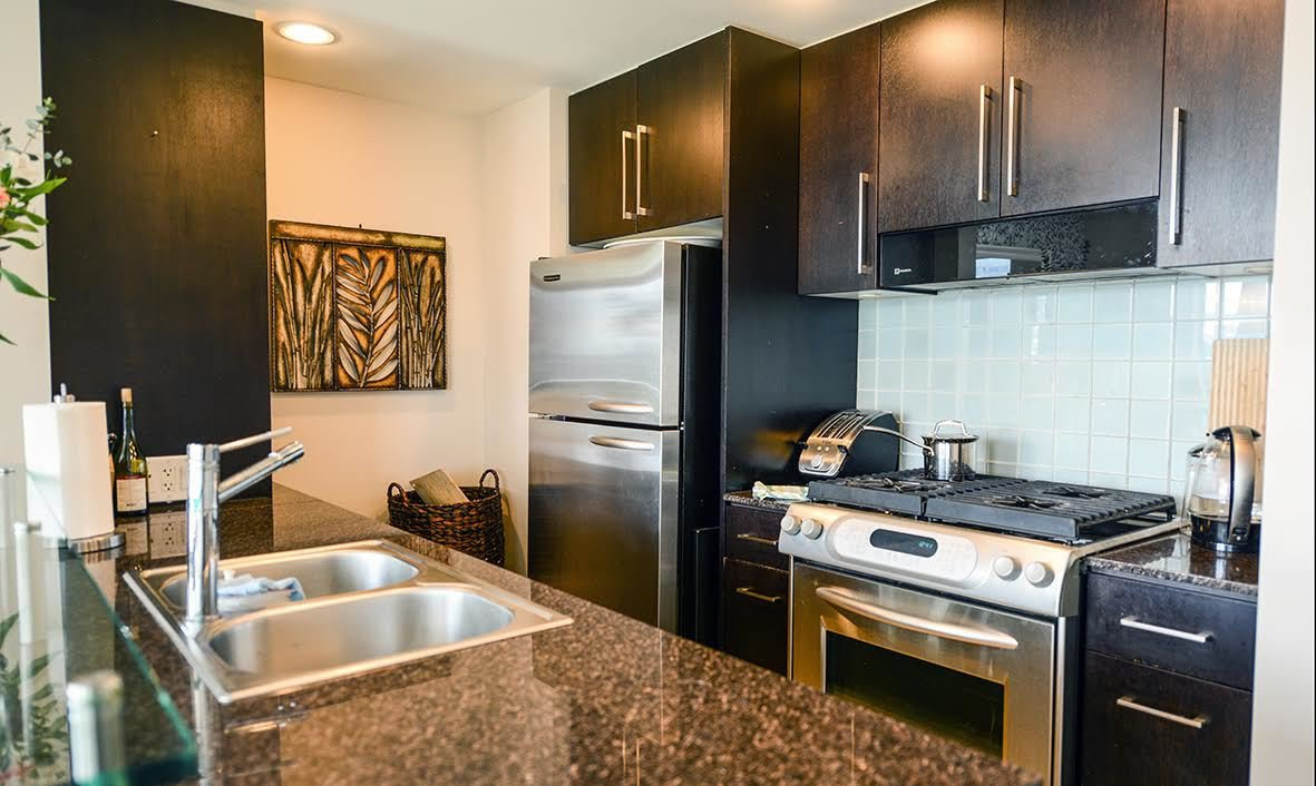 """Photo 7: Photos: 807 633 KINGHORNE Mews in Vancouver: Yaletown Condo for sale in """"Icon II"""" (Vancouver West)  : MLS®# R2083458"""