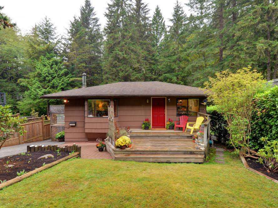 Main Photo: 1921 PARKSIDE Lane in North Vancouver: Deep Cove House for sale : MLS®# R2106158