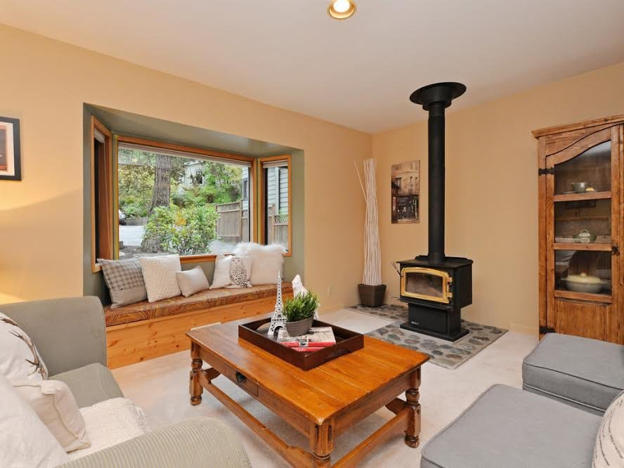 Photo 2: Photos: 1921 PARKSIDE Lane in North Vancouver: Deep Cove House for sale : MLS®# R2106158
