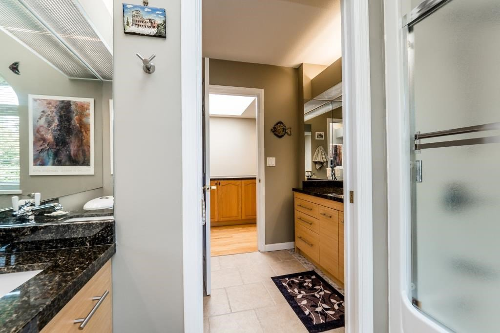 Photo 17: Photos: 823 E 6TH Street in North Vancouver: Queensbury House for sale : MLS®# R2107919