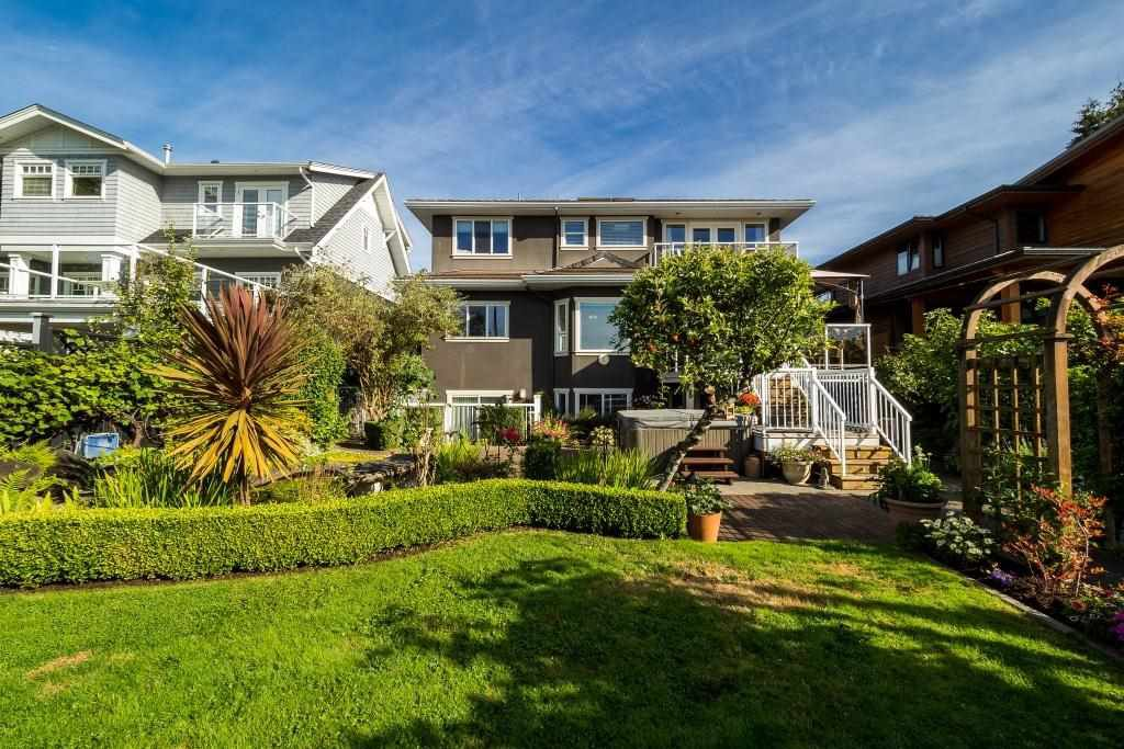Photo 4: Photos: 823 E 6TH Street in North Vancouver: Queensbury House for sale : MLS®# R2107919