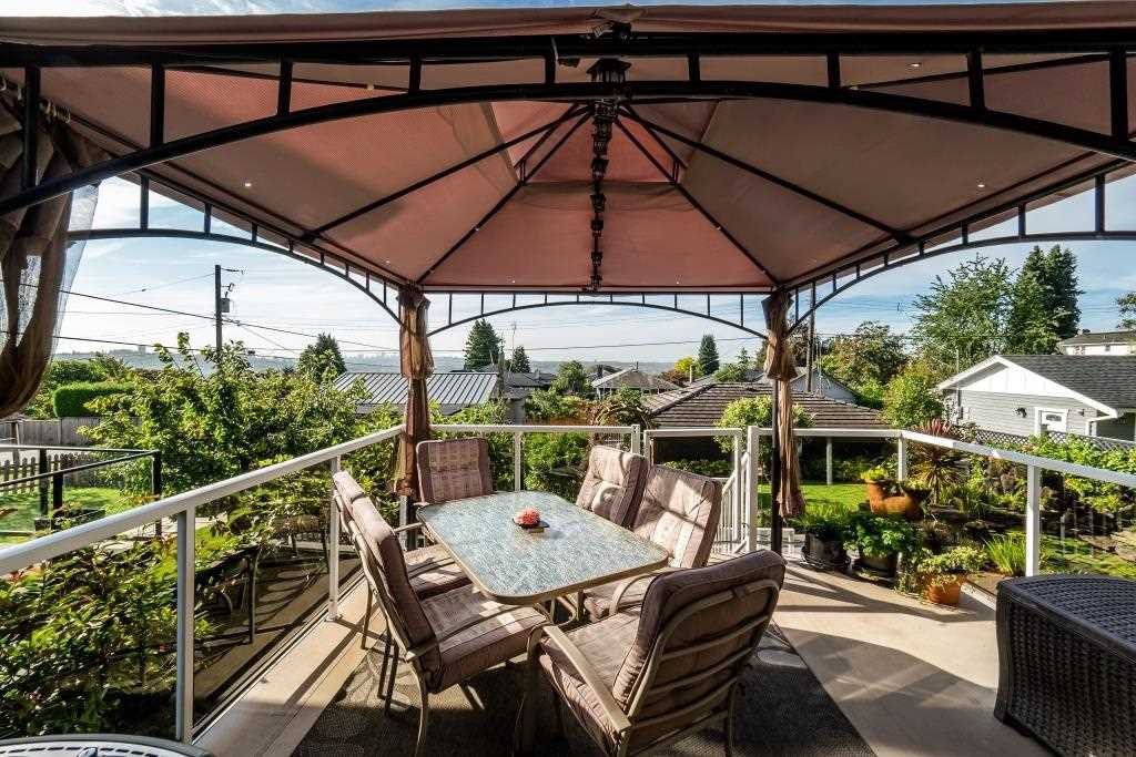 Photo 2: Photos: 823 E 6TH Street in North Vancouver: Queensbury House for sale : MLS®# R2107919