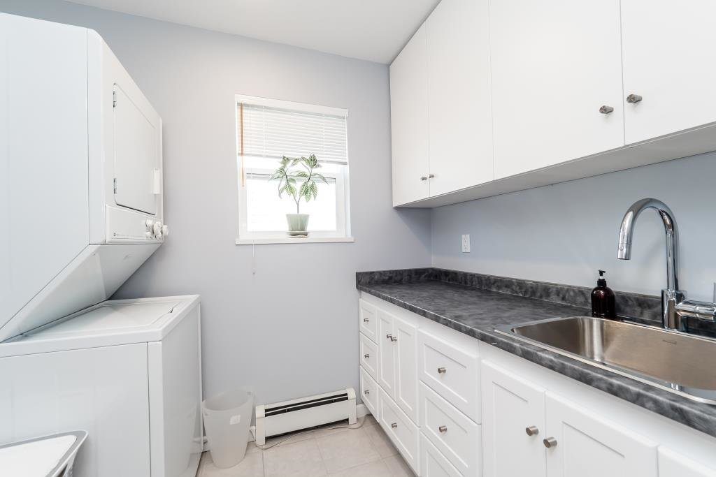 Photo 16: Photos: 823 E 6TH Street in North Vancouver: Queensbury House for sale : MLS®# R2107919