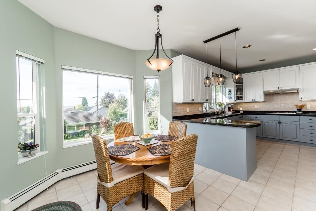 Photo 6: Photos: 823 E 6TH Street in North Vancouver: Queensbury House for sale : MLS®# R2107919