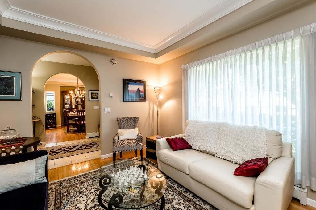 Photo 9: Photos: 823 E 6TH Street in North Vancouver: Queensbury House for sale : MLS®# R2107919