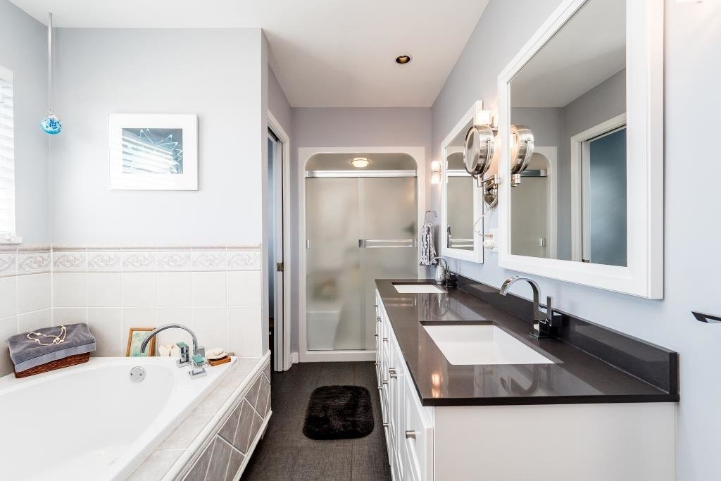 Photo 11: Photos: 823 E 6TH Street in North Vancouver: Queensbury House for sale : MLS®# R2107919