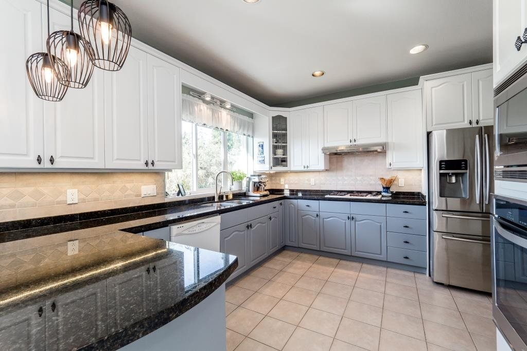Photo 5: Photos: 823 E 6TH Street in North Vancouver: Queensbury House for sale : MLS®# R2107919