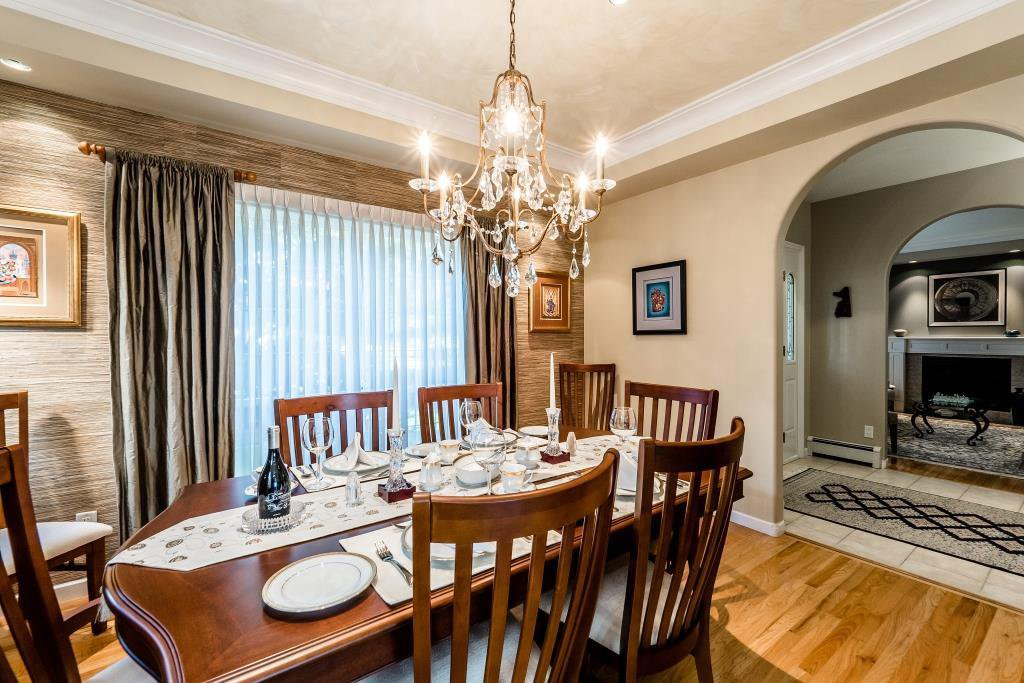 Photo 8: Photos: 823 E 6TH Street in North Vancouver: Queensbury House for sale : MLS®# R2107919