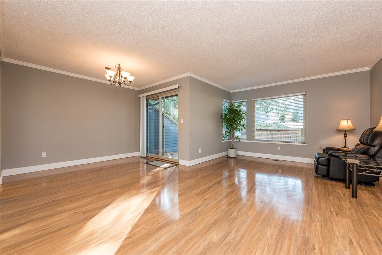Photo 5: Photos: 15896 MCBETH Road in Surrey: King George Corridor Townhouse for sale (South Surrey White Rock)  : MLS®# R2136251