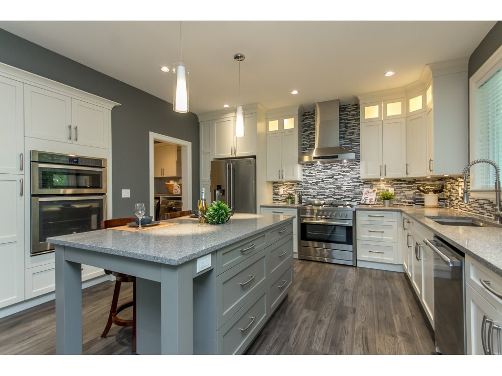 """Photo 6: Photos: 35942 EMILY CARR Crescent in Abbotsford: Abbotsford East House for sale in """"AUGUSTON"""" : MLS®# R2170445"""