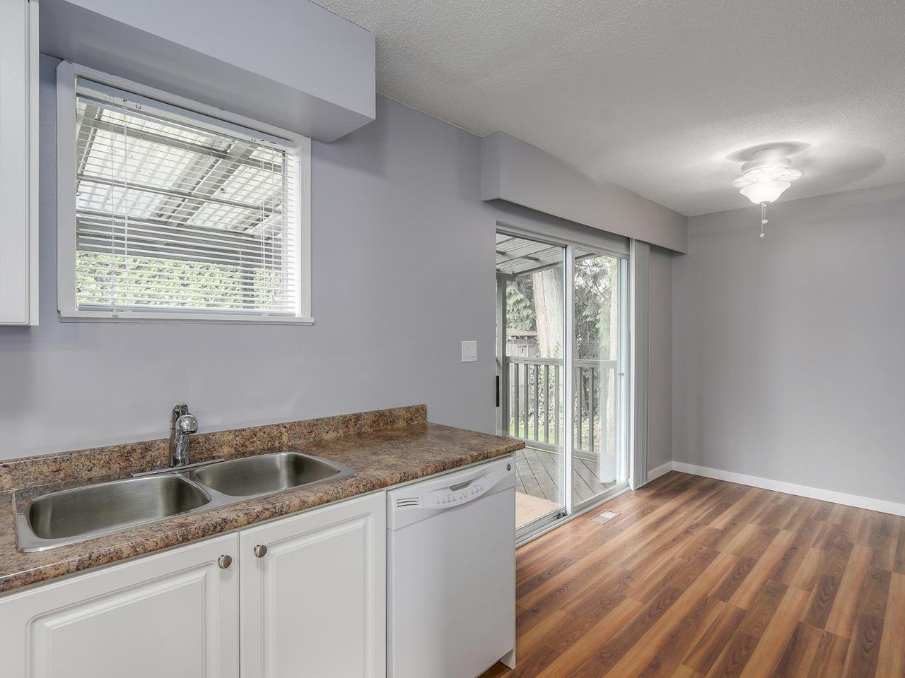 """Photo 7: Photos: 1673 GREENMOUNT Avenue in Port Coquitlam: Oxford Heights 1/2 Duplex for sale in """"OXFORD HEIGHTS"""" : MLS®# R2221936"""
