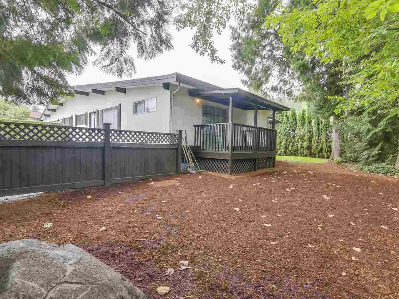 """Photo 2: Photos: 1673 GREENMOUNT Avenue in Port Coquitlam: Oxford Heights 1/2 Duplex for sale in """"OXFORD HEIGHTS"""" : MLS®# R2221936"""