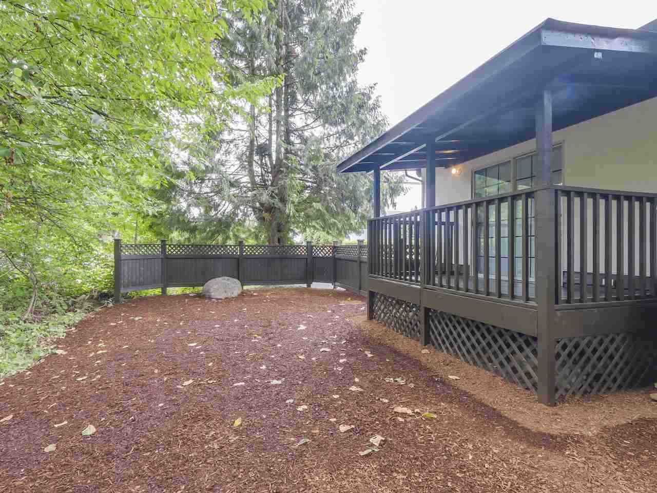 """Photo 12: Photos: 1673 GREENMOUNT Avenue in Port Coquitlam: Oxford Heights 1/2 Duplex for sale in """"OXFORD HEIGHTS"""" : MLS®# R2221936"""
