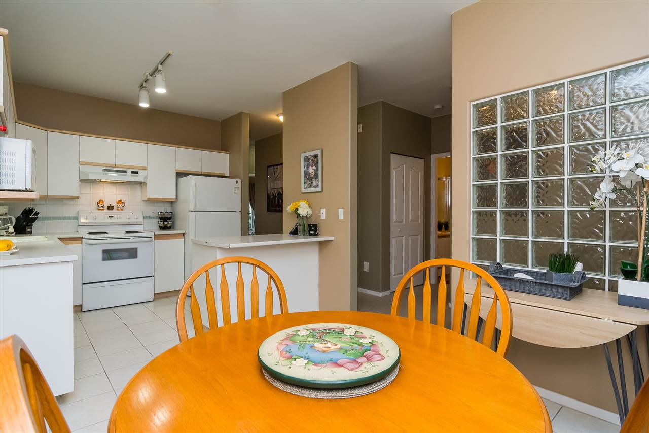 """Photo 10: Photos: 215 20680 56 Avenue in Langley: Langley City Condo for sale in """"Cassola Court"""" : MLS®# R2232966"""
