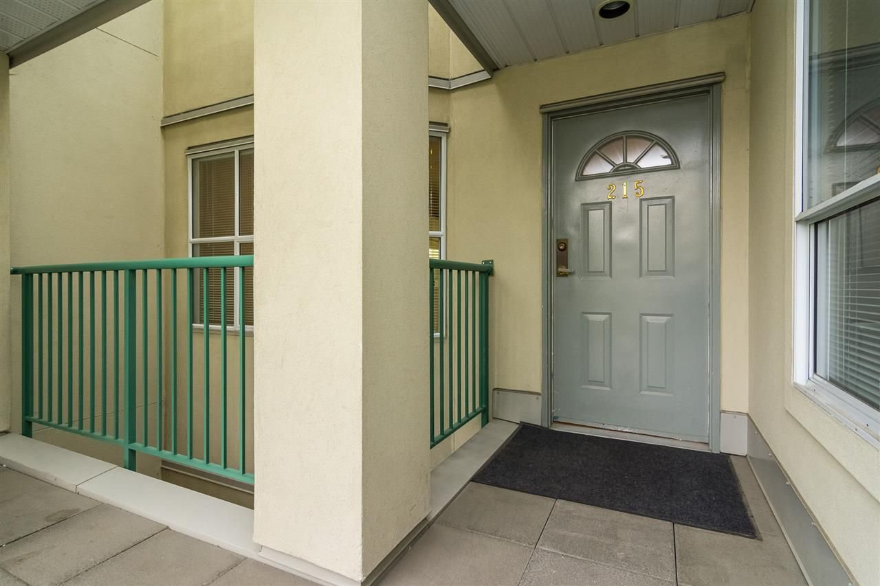 """Photo 3: Photos: 215 20680 56 Avenue in Langley: Langley City Condo for sale in """"Cassola Court"""" : MLS®# R2232966"""