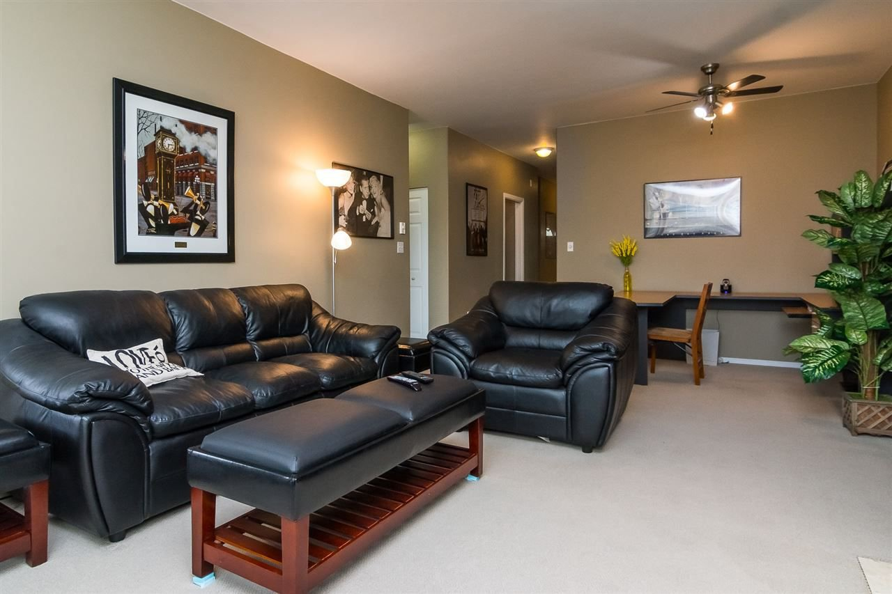 """Photo 6: Photos: 215 20680 56 Avenue in Langley: Langley City Condo for sale in """"Cassola Court"""" : MLS®# R2232966"""
