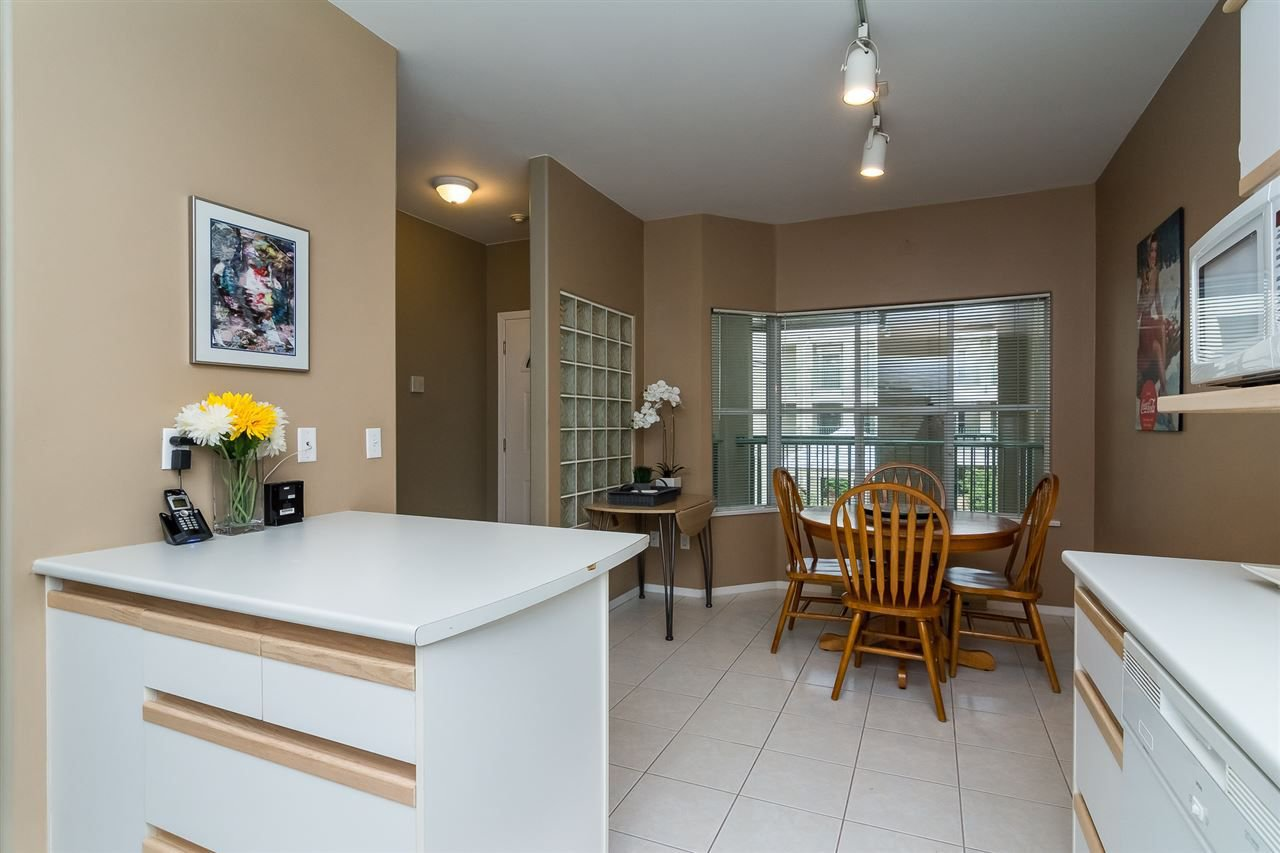 """Photo 9: Photos: 215 20680 56 Avenue in Langley: Langley City Condo for sale in """"Cassola Court"""" : MLS®# R2232966"""