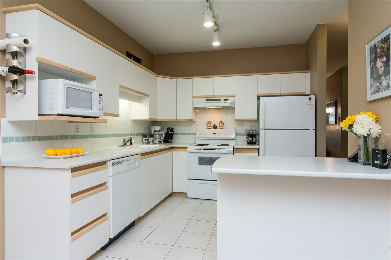 """Photo 8: Photos: 215 20680 56 Avenue in Langley: Langley City Condo for sale in """"Cassola Court"""" : MLS®# R2232966"""