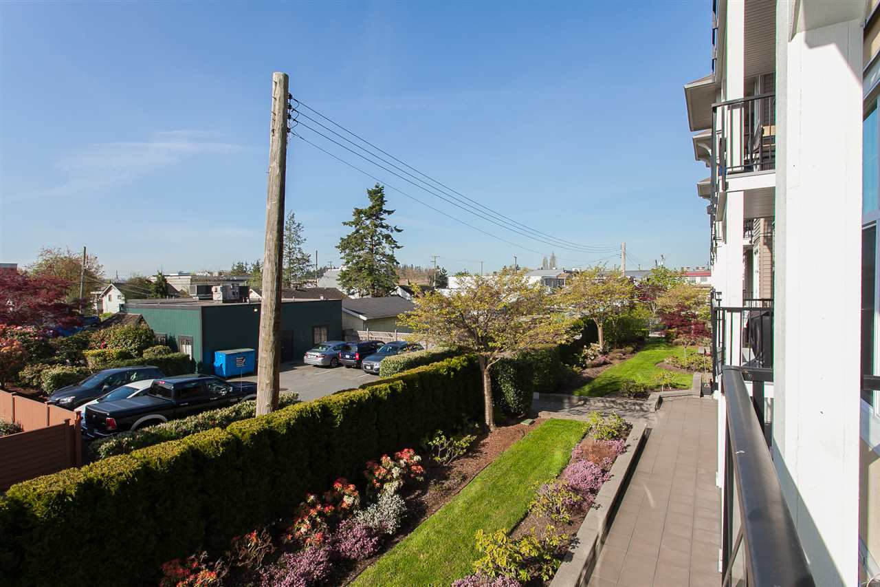 "Photo 17: Photos: 207 17712 57A Avenue in Surrey: Cloverdale BC Condo for sale in ""West On The Village Walk"" (Cloverdale)  : MLS®# R2260397"