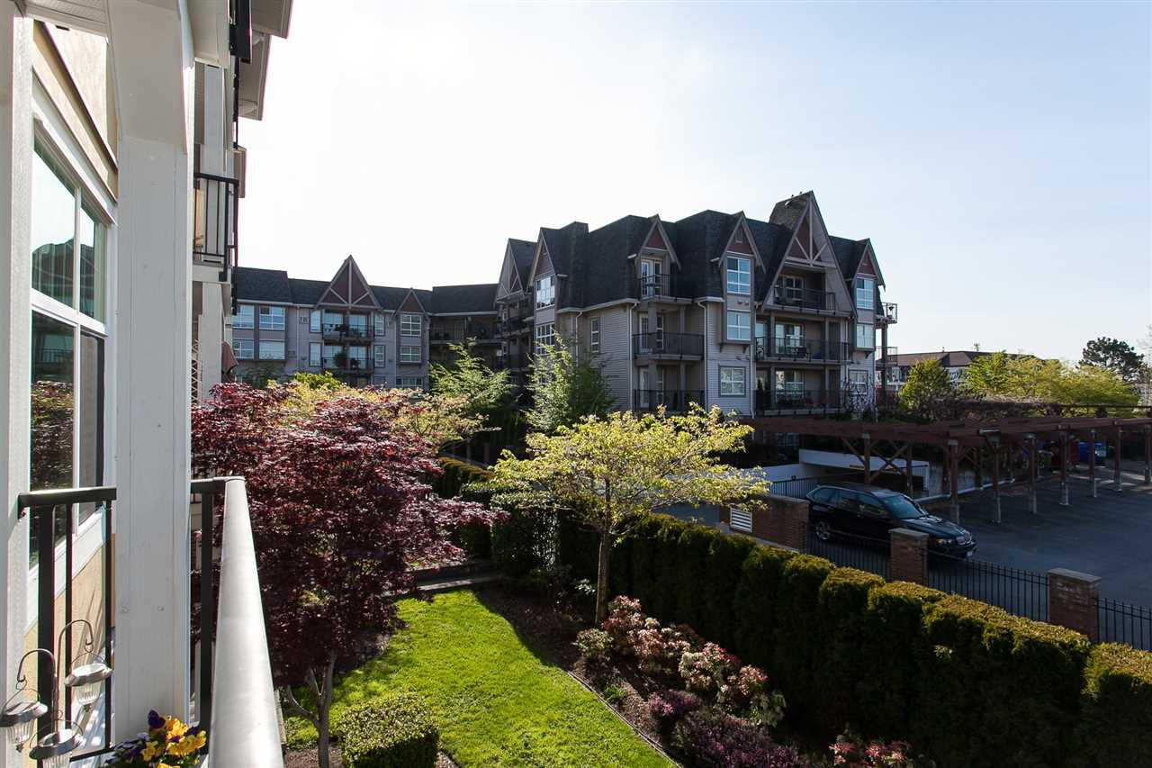 "Photo 18: Photos: 207 17712 57A Avenue in Surrey: Cloverdale BC Condo for sale in ""West On The Village Walk"" (Cloverdale)  : MLS®# R2260397"