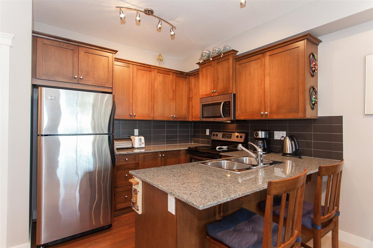 "Photo 5: Photos: 207 17712 57A Avenue in Surrey: Cloverdale BC Condo for sale in ""West On The Village Walk"" (Cloverdale)  : MLS®# R2260397"