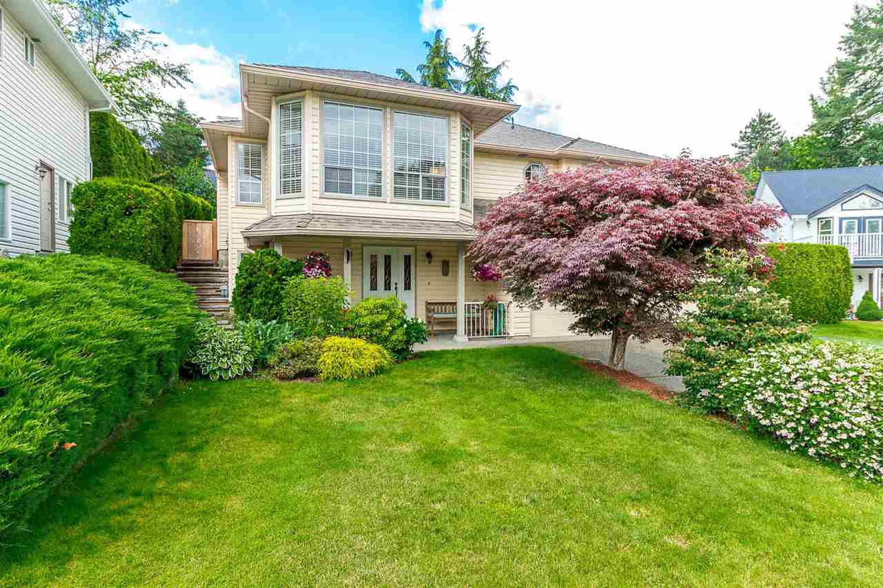 """Main Photo: 35983 EAGLECREST Place in Abbotsford: Abbotsford East House for sale in """"Mountain Village"""" : MLS®# R2278175"""