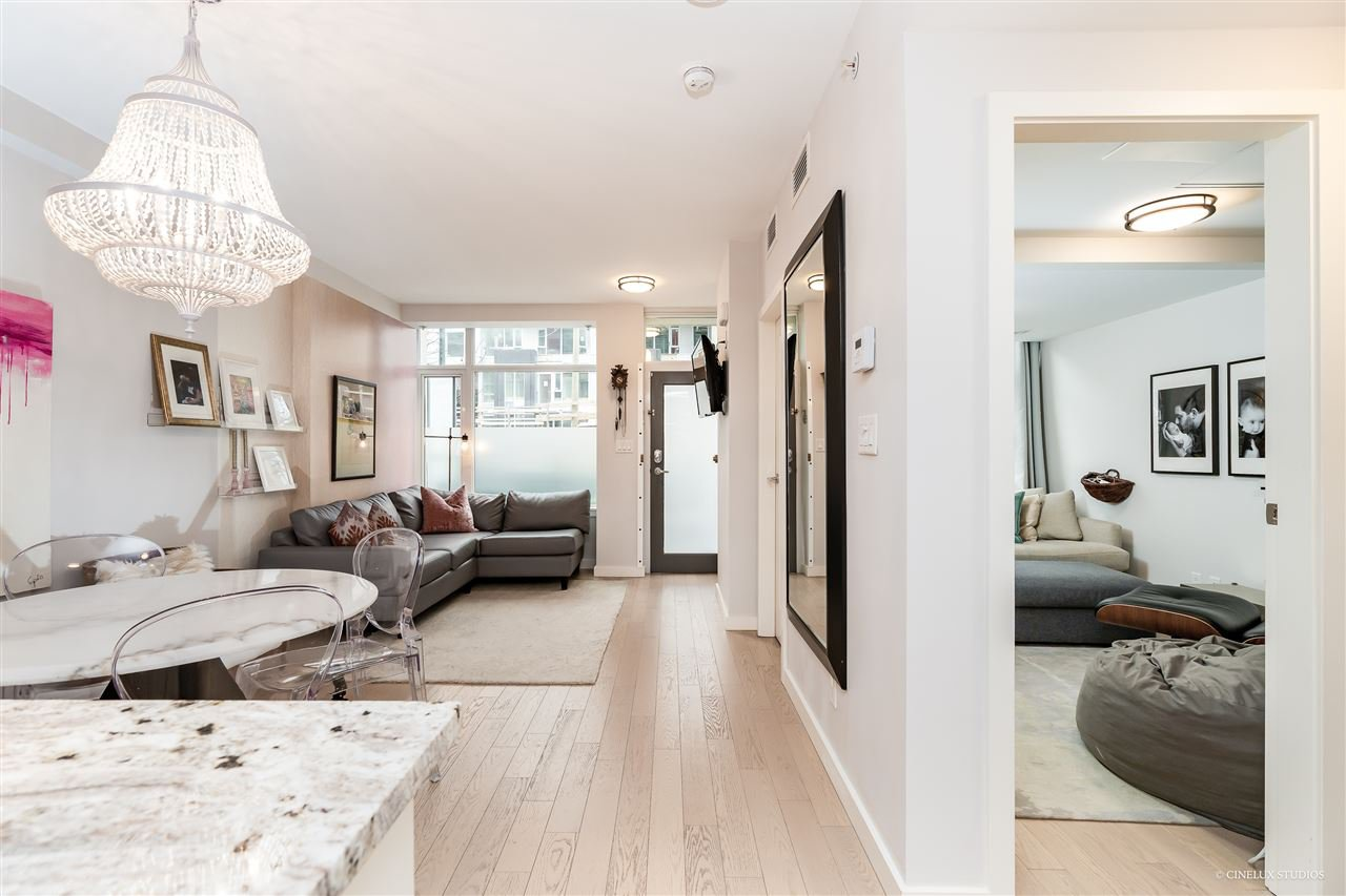 """Main Photo: 1709 ONTARIO Street in Vancouver: False Creek Townhouse for sale in """"THE ONE"""" (Vancouver West)  : MLS®# R2365673"""