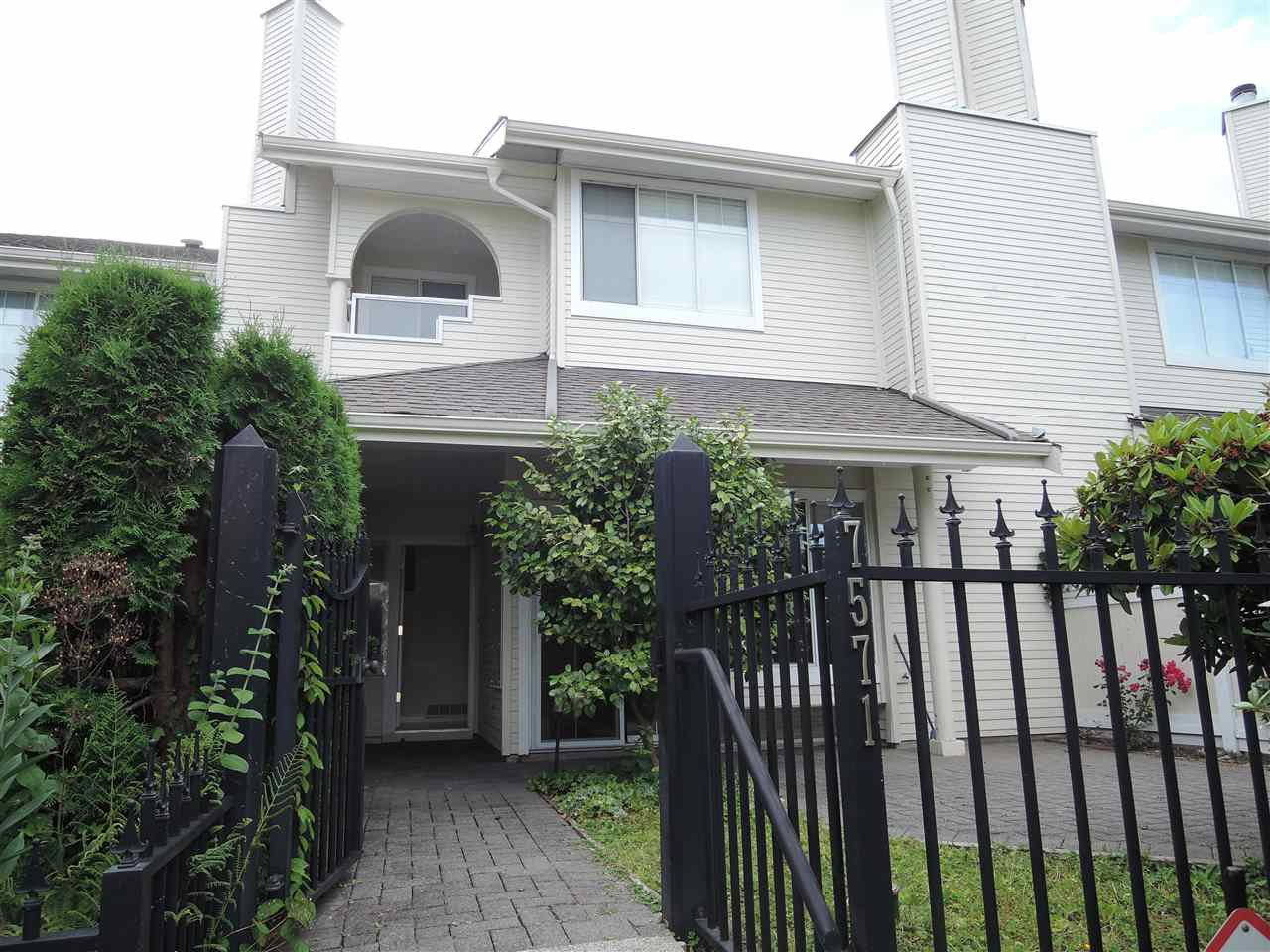 """Main Photo: 7571 MANITOBA Street in Vancouver: Marpole Townhouse for sale in """"SPRINGS AT LANGARA"""" (Vancouver West)  : MLS®# R2385591"""