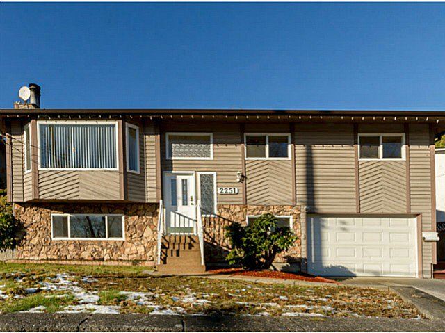 Main Photo: 2251 CAPE HORN Avenue in Coquitlam: Cape Horn House for sale : MLS®# V1098245