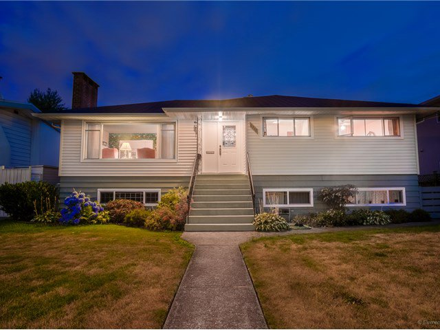 Main Photo: 6210 CURTIS Street in Burnaby: Parkcrest House for sale (Burnaby North)  : MLS®# V1134227