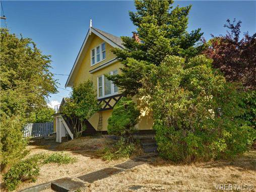 Main Photo: 390 E Burnside Rd in VICTORIA: SW Rudd Park Triplex for sale (Saanich West)  : MLS®# 708370