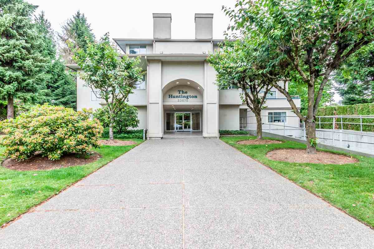 "Main Photo: 205 33675 MARSHALL Road in Abbotsford: Central Abbotsford Condo for sale in ""Huntington"" : MLS®# R2072770"