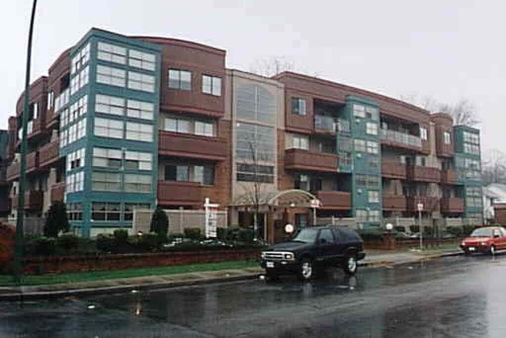 """Main Photo: 203 12025 207A Street in Maple Ridge: Northwest Maple Ridge Condo for sale in """"THE ATRIUM"""" : MLS®# R2084059"""