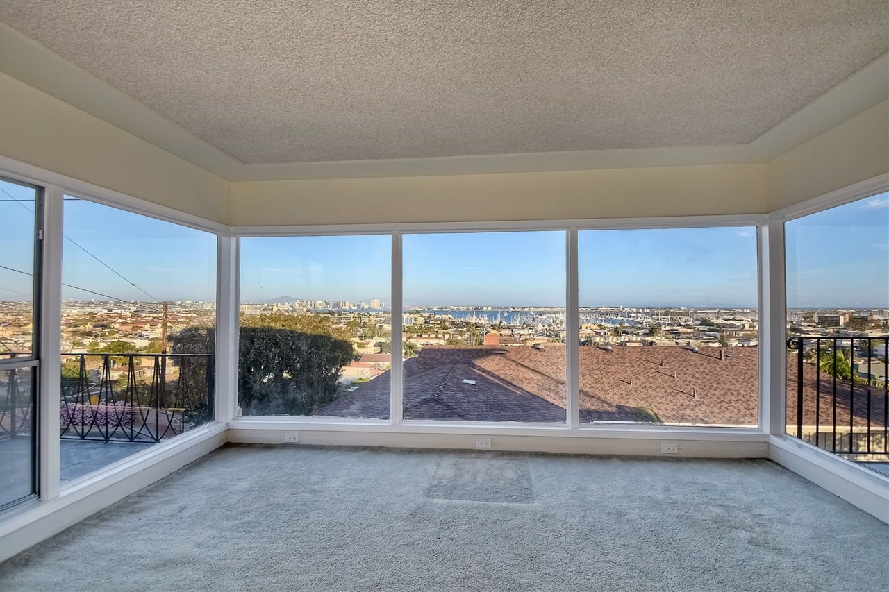 Photo 5: Photos: POINT LOMA House for sale : 4 bedrooms : 3335 Hugo St in San Diego
